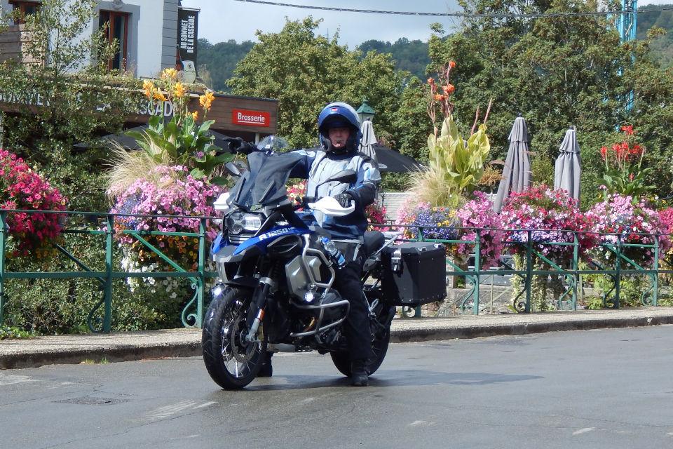 Motorrijbewijspoint Vlaardingen examengarantie AVB en AVD